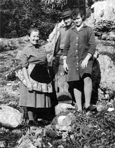 Ancka Kavs, Anton Tožbar and his daughter Marija, married Završnik, in the 1950's. Photo T. Wraber